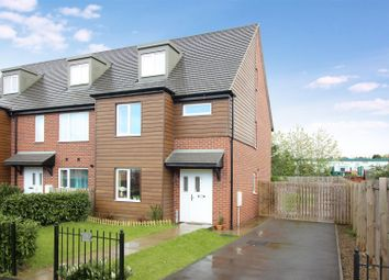 Thumbnail 3 bed town house for sale in Oaklands Place, Gipton, Leeds