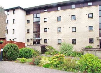 Thumbnail 2 bed flat to rent in Arbroath Road, Dundee