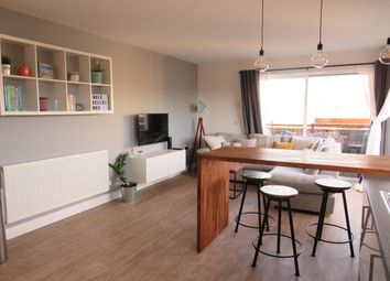 Thumbnail 2 bed flat to rent in Thornton Side, Redhill
