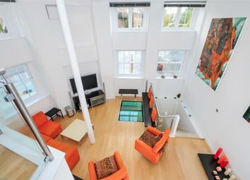 Thumbnail 3 bed flat for sale in Manor Place, London