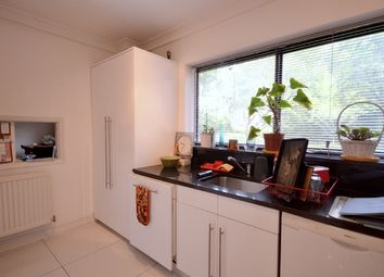 Thumbnail 2 bed flat to rent in Spencer Close, Regents Park Road, Finchley, London