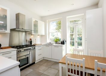 Thumbnail 4 bed flat to rent in Alwyne Road, London