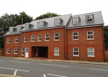 Thumbnail 2 bed flat to rent in Red Lion Street, Chesham, Bucks