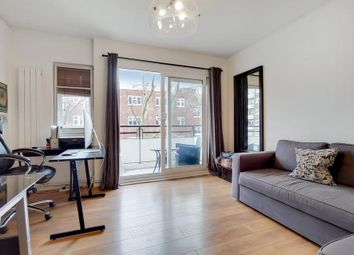 Wyvil Road, London SW8. 2 bed flat for sale