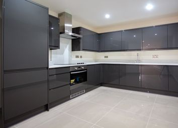 Thumbnail 2 bed flat to rent in Wandsworth High Street, London