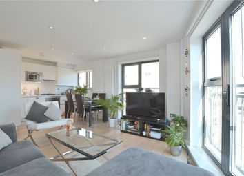 Thumbnail 2 bed flat to rent in Watergardens, London