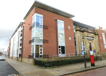 2 bed flat to rent in Kingston Square, Hull HU2