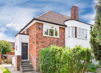 Thumbnail 2 bed maisonette for sale in Hampton Court Way, Thames Ditton