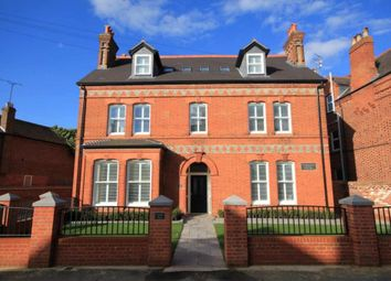 2 bed flat to rent in Castle Crescent, Reading RG1