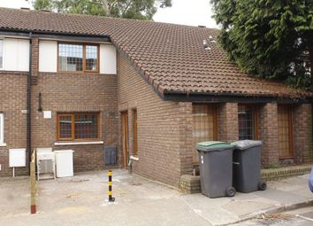 Thumbnail 5 bed terraced house to rent in Bracknell Close, Wood Green