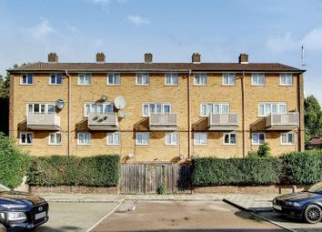 3 bed maisonette to rent in St Johns Road, Canning Town, London E16