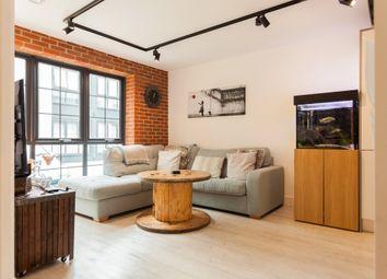 Thumbnail 2 bed flat for sale in Kelvin Road, Newbury