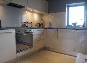 Thumbnail 2 bed flat to rent in Corben Mews, Clapham