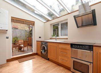 Thumbnail 2 bedroom flat for sale in Glenhurst Road, Brentford