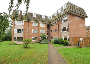2 bed flat to rent in Lambs Close, Cuffley, Potters Bar EN6