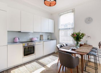 Graham Road, London E8. 1 bed flat for sale