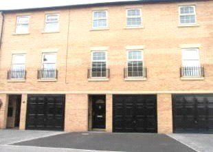 Thumbnail 3 bed town house to rent in Glen View, Mexborough