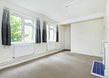 2 bed flat to rent in Garratt Lane, London SW17