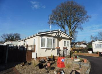 Thumbnail 2 bedroom mobile/park home for sale in Danesbury Park, North Ride, Welwyn