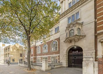 Thumbnail 3 bed flat to rent in Gray's Inn Road, London
