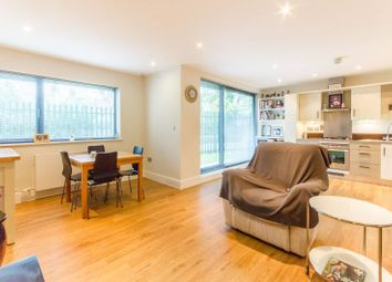 Thumbnail 2 bedroom flat for sale in Stefan House, Winchmore Hill