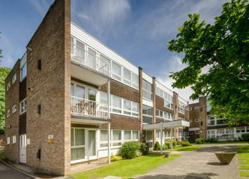 Thumbnail 2 bed flat for sale in Foxgrove, Southgate