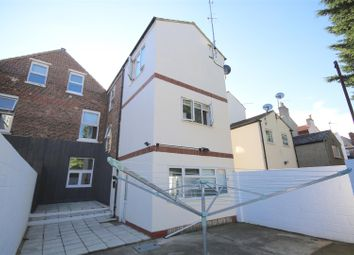 Thumbnail 1 bed flat to rent in Victoria Road North, Southsea