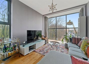 Brady Street, Bethnal Green, London E1. 2 bed flat for sale
