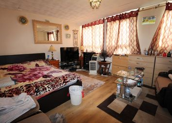 3 bed maisonette to rent in Buttsbury Road, Ilford, Essex IG1