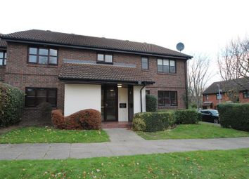 Thumbnail 1 bed flat to rent in Sprucedale Close, Swanley