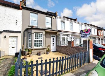Inglehurst Gardens, Redbridge, Essex IG4. 5 bed terraced house