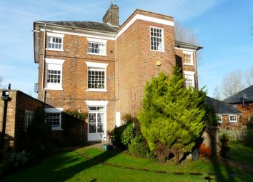 Thumbnail 1 bedroom flat for sale in Charnham Court, Hungerford