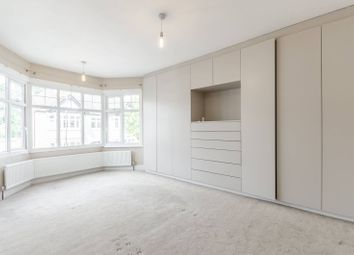 3 bed property to rent in Oak Hill Gardens, Woodford Green IG8