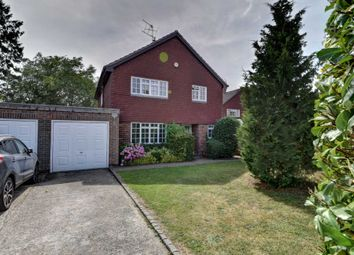 Thumbnail 4 bed detached house to rent in Thames Close, Bourne End