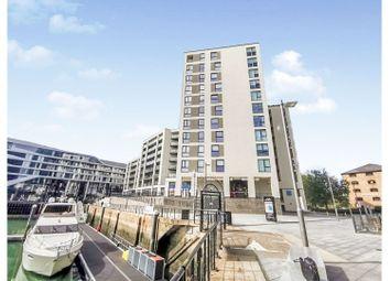 1 Maritime Walk, Ocean Village, Southampton SO14. 2 bed flat for sale