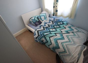 Thumbnail Room to rent in Chiltern Crescent - Room 5, Earley, Reading