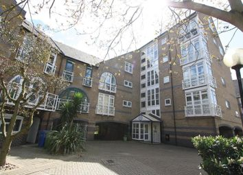 2 Bedrooms Flat to rent in Derwent Court, Eleanor Close, Rotherhithe, London SE16