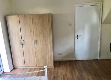 Thumbnail Room to rent in Athul Square, London