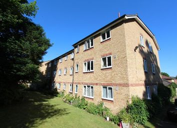 Thumbnail 1 bed flat to rent in Dunnymans Road, Banstead