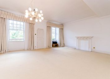 Thumbnail 4 bed flat to rent in Sloane Gardens, Chelsea