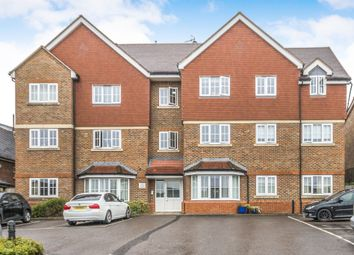 Thumbnail 2 bed flat for sale in Oxford Road, Redhill