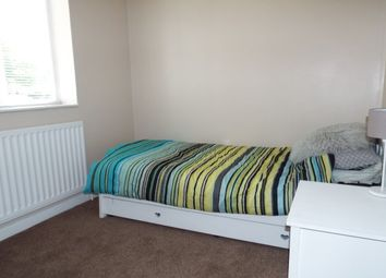 Thumbnail Room to rent in St James Lane, Willenhall