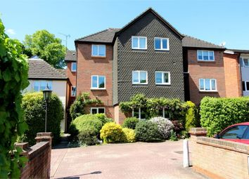 Thumbnail 2 bed flat to rent in Hillside Road, St Albans, Hertfordshire