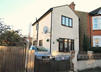 Thumbnail 1 bedroom detached house to rent in Rochford Avenue, Westcliff-On-Sea
