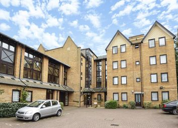Thumbnail 2 bed flat for sale in Hamilton Square, London N12,