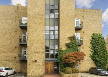 2 bed flat to rent in Morris Road, London E14