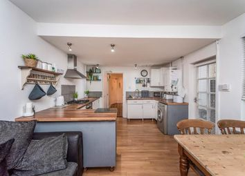 2 bed flat for sale in Claude Road, Cardiff, Caerdydd CF24
