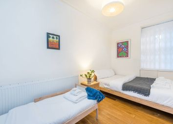 2 bed flat to rent in Windsor Court, Moscow Road, Notting Hill Gate, London W2