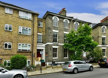 Thumbnail 2 bed flat to rent in Richmond Crescent, London