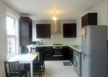 2 bed flat to rent in Uxbridge Road, Hatch End, Middlesex HA5